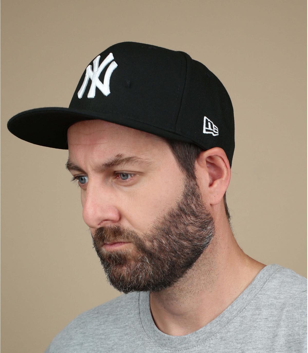 Caps New York schwarz und weiss.