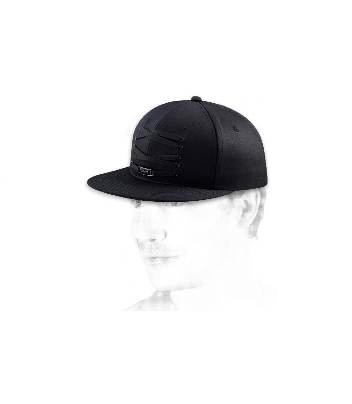 Komplett schwarze Lacer Cap