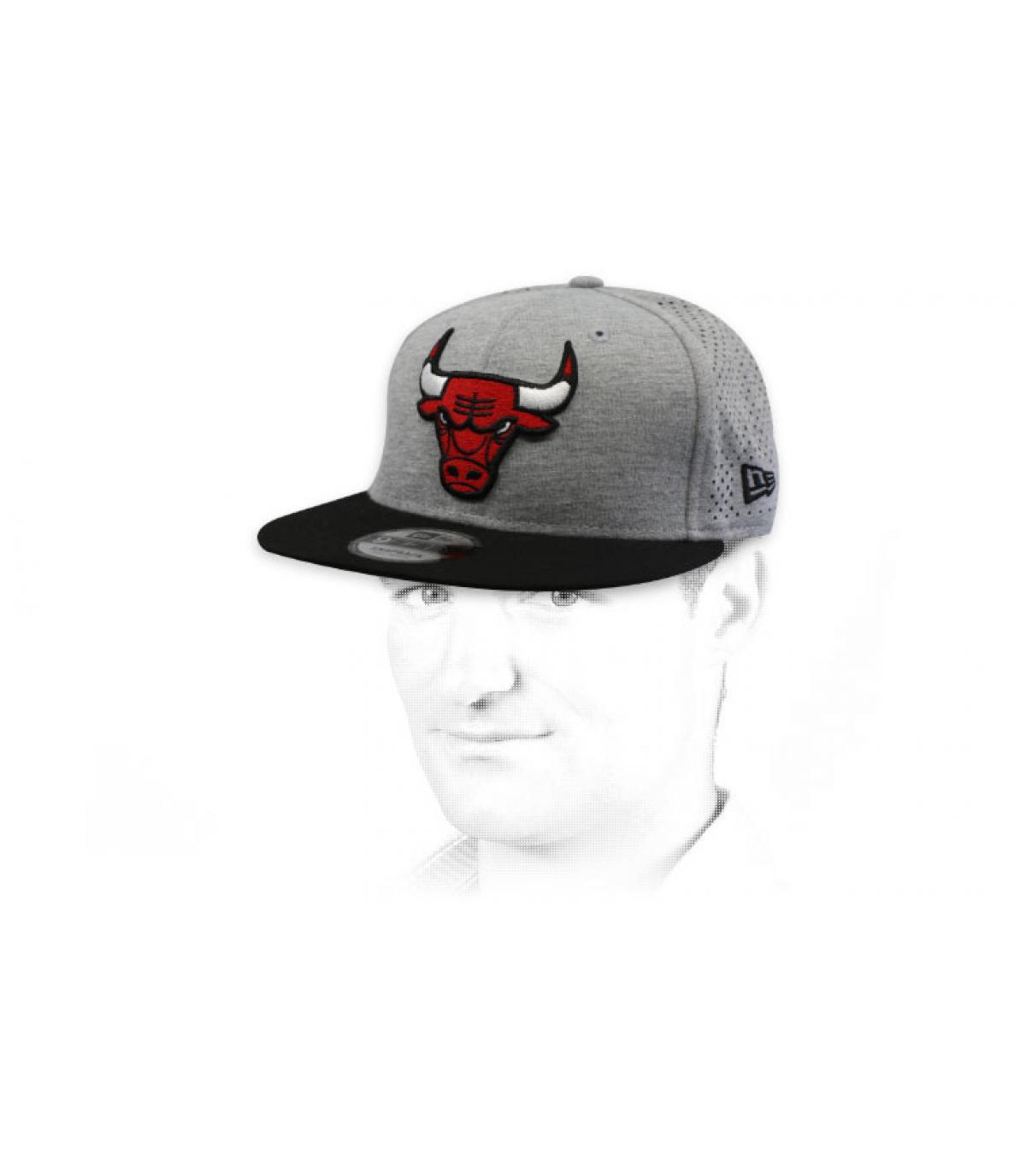 Snapback Bulls grau