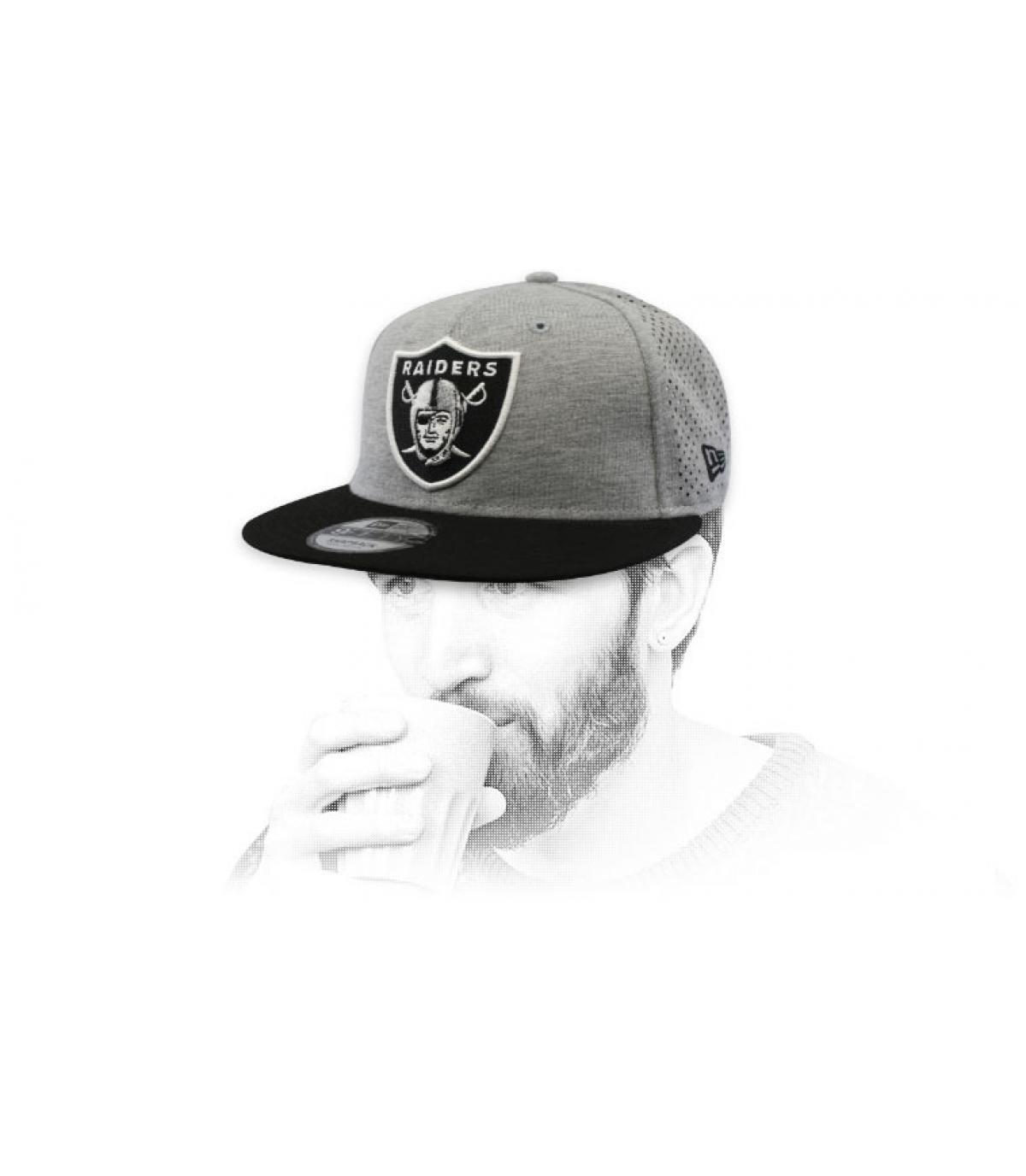 Snapback Raiders grau