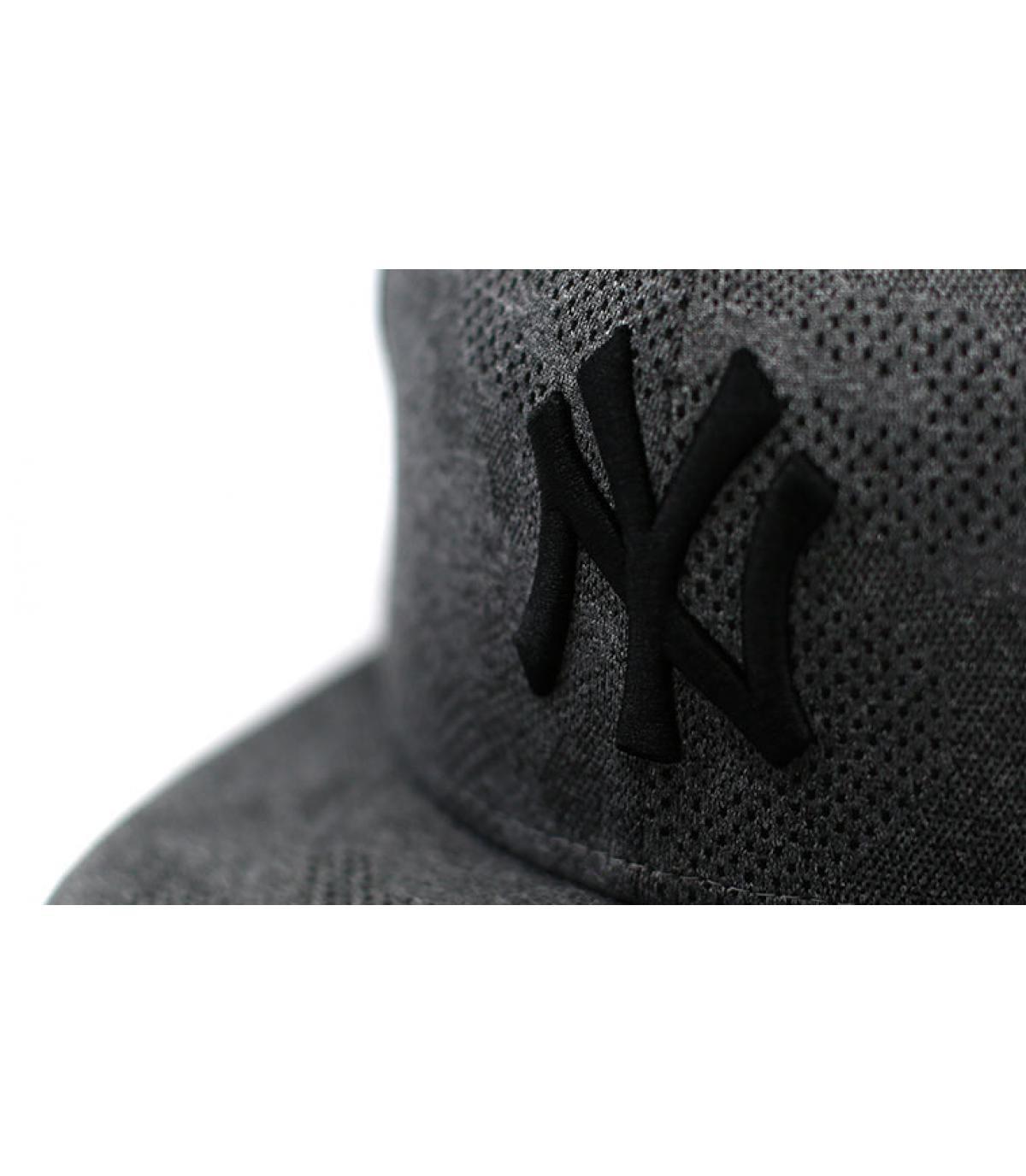 Details Snapback Engineered Plus NY 950 gray black - Abbildung 3