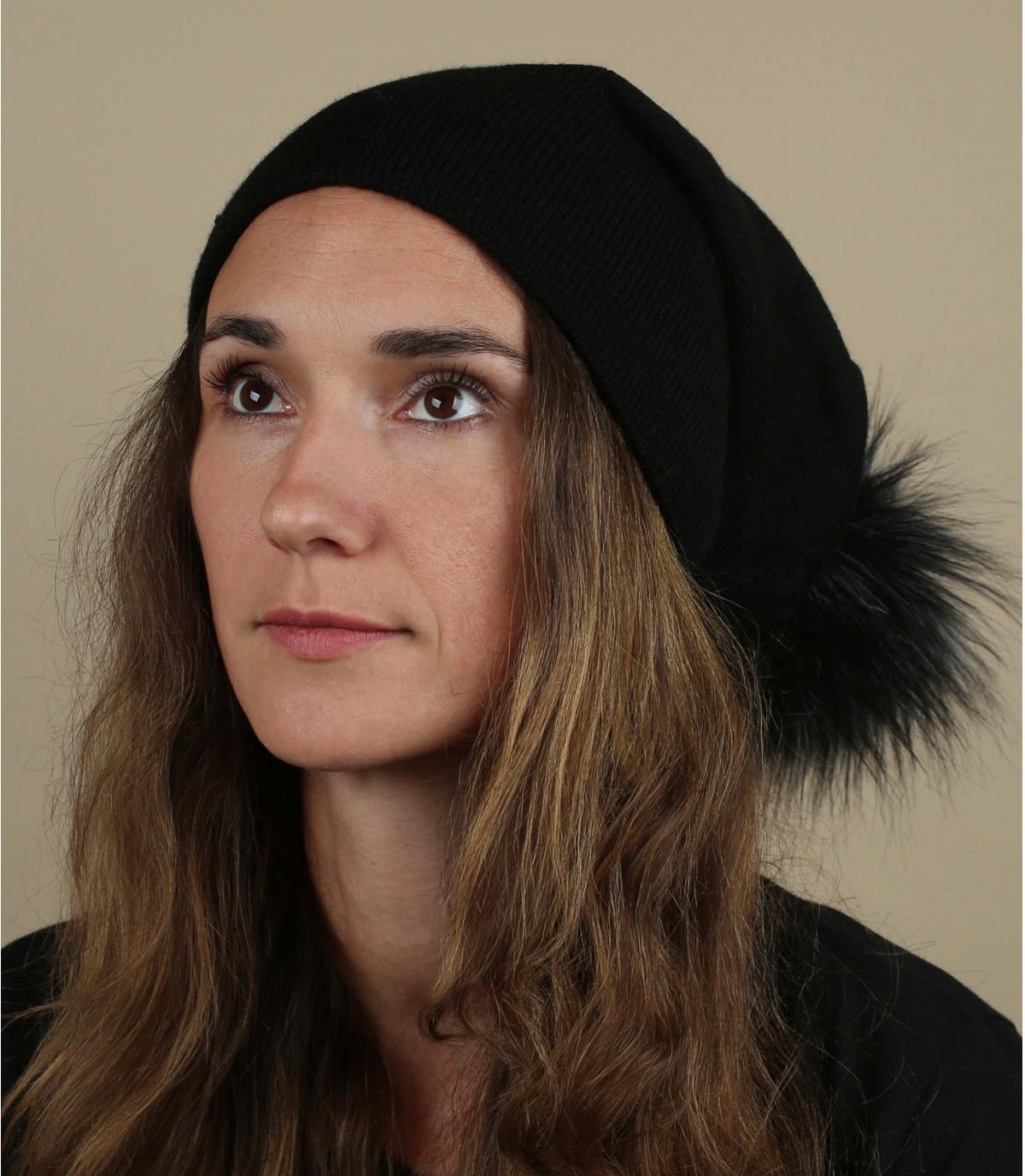Lange Mütze schwarz Fellbommel