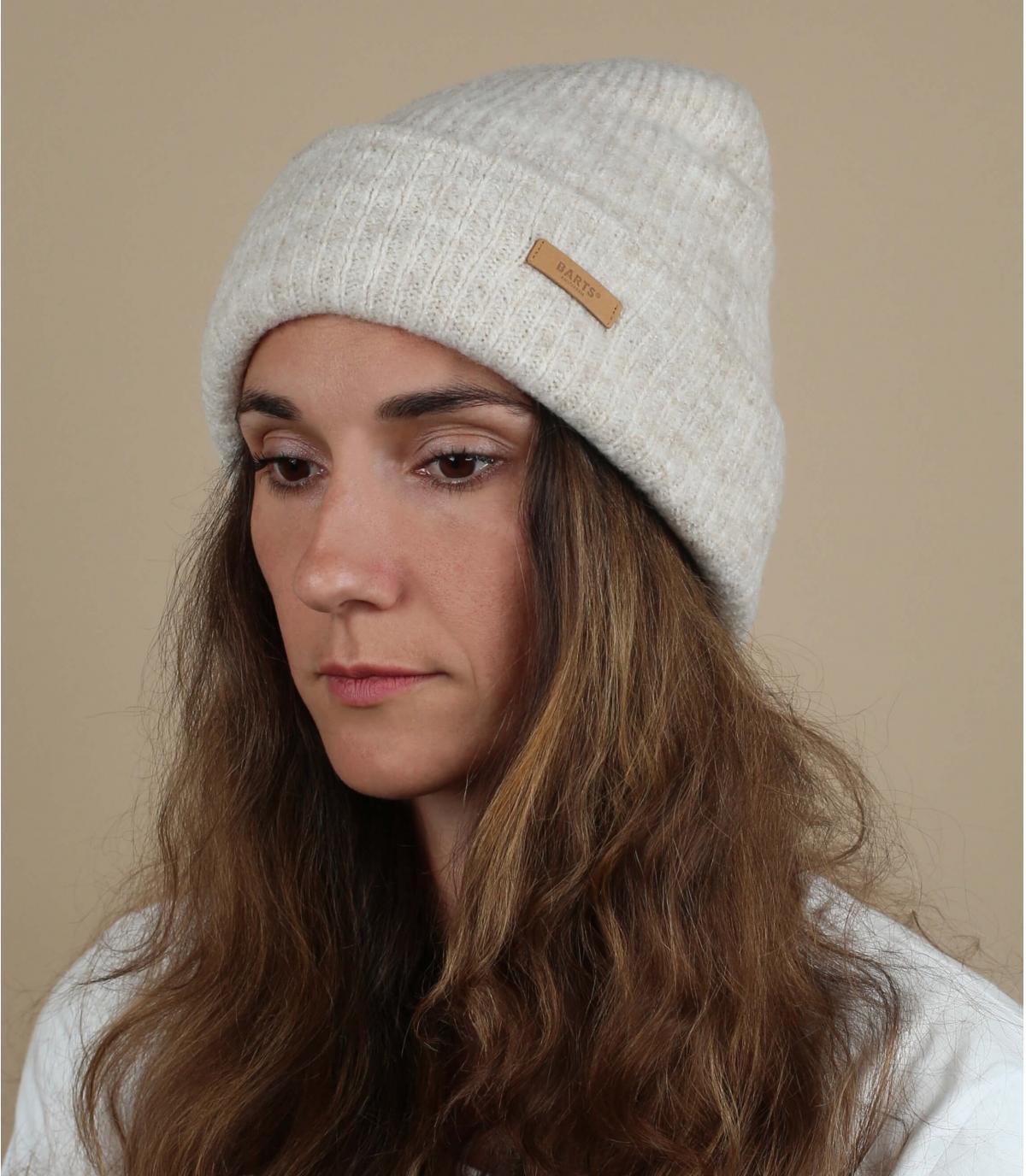 Weiße Mütze mit Rand