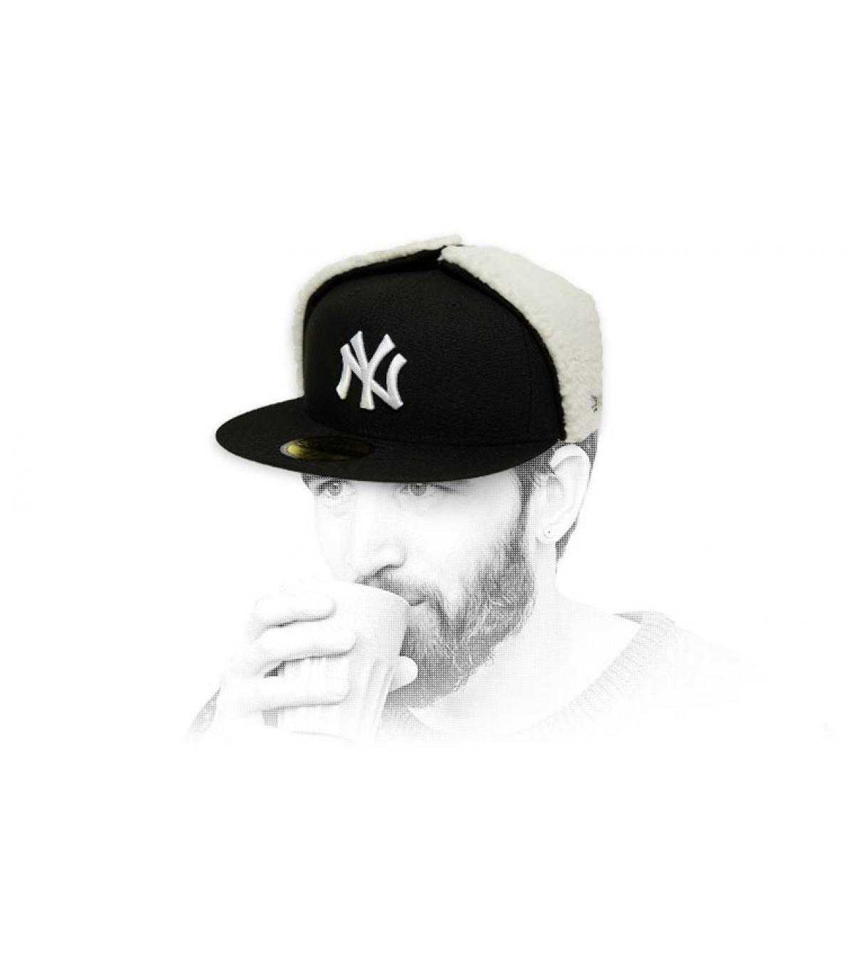 Cap NY schwarz weiß Ohrschützer