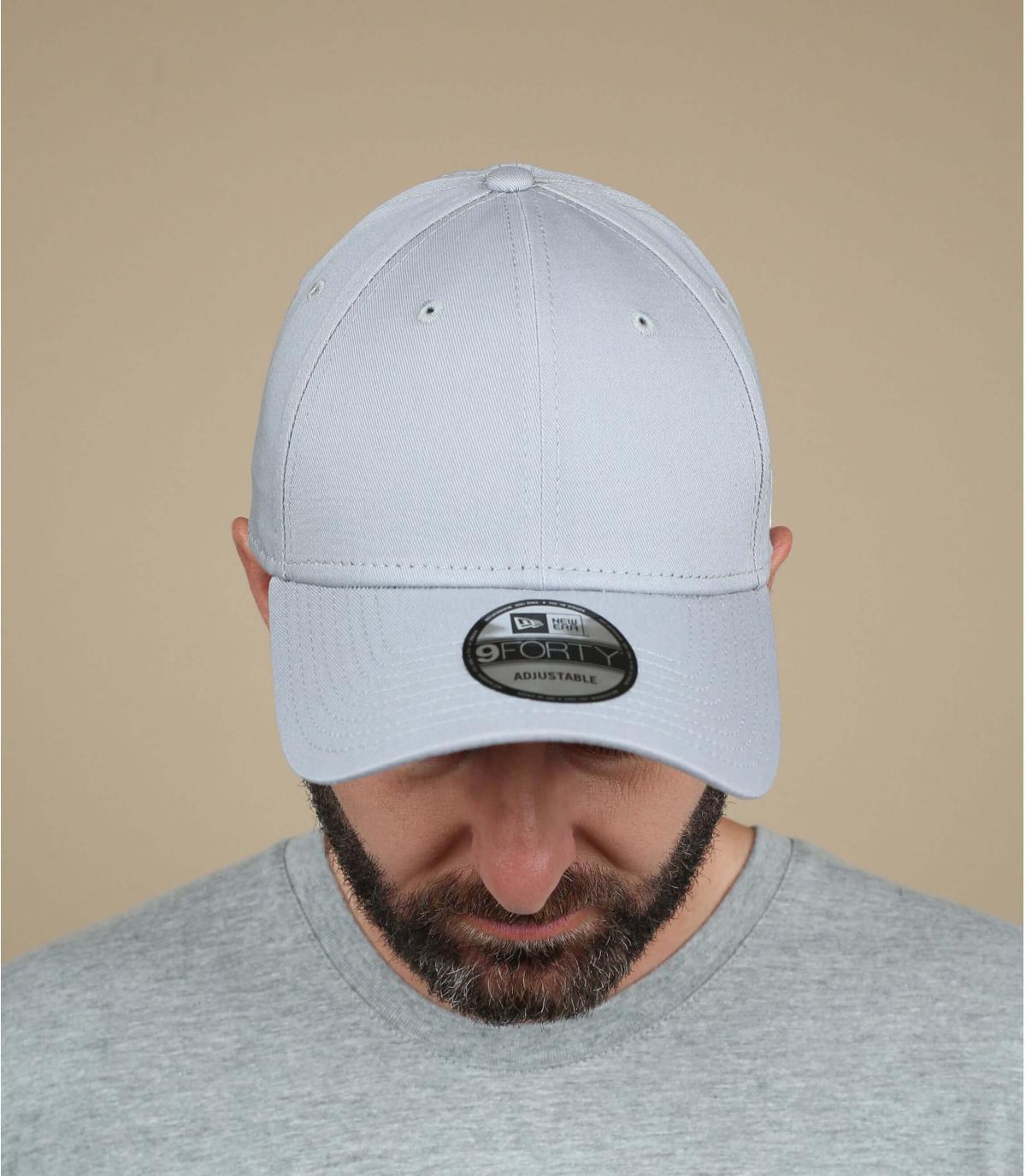Grau curved visor cap