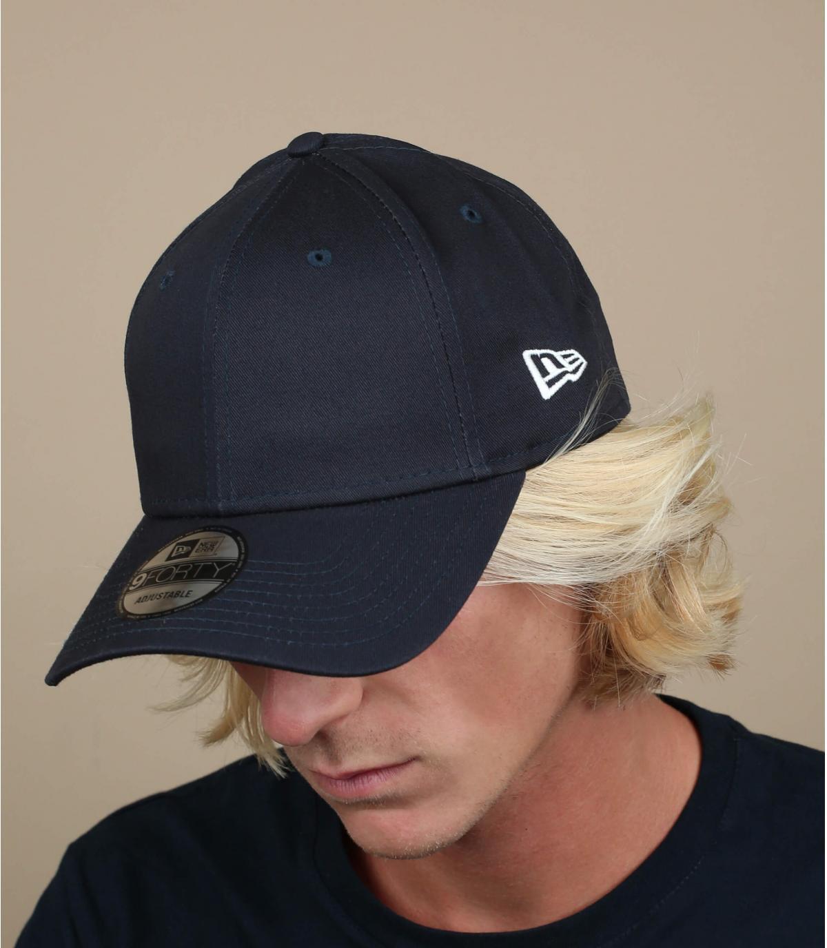Blau curved visor cap