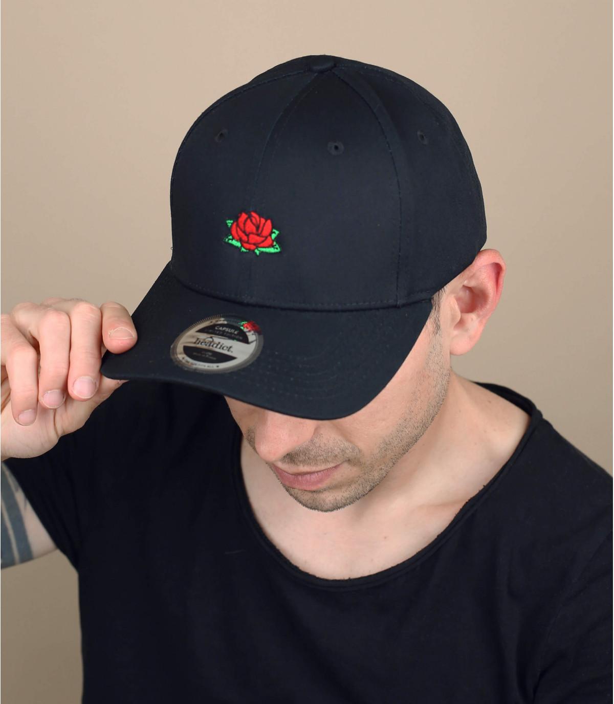 Cap mit einer Rose
