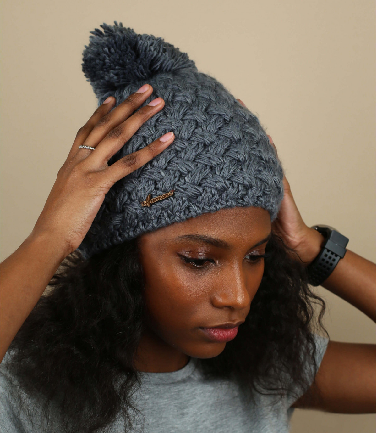 Mütze Wolle grau Bommel