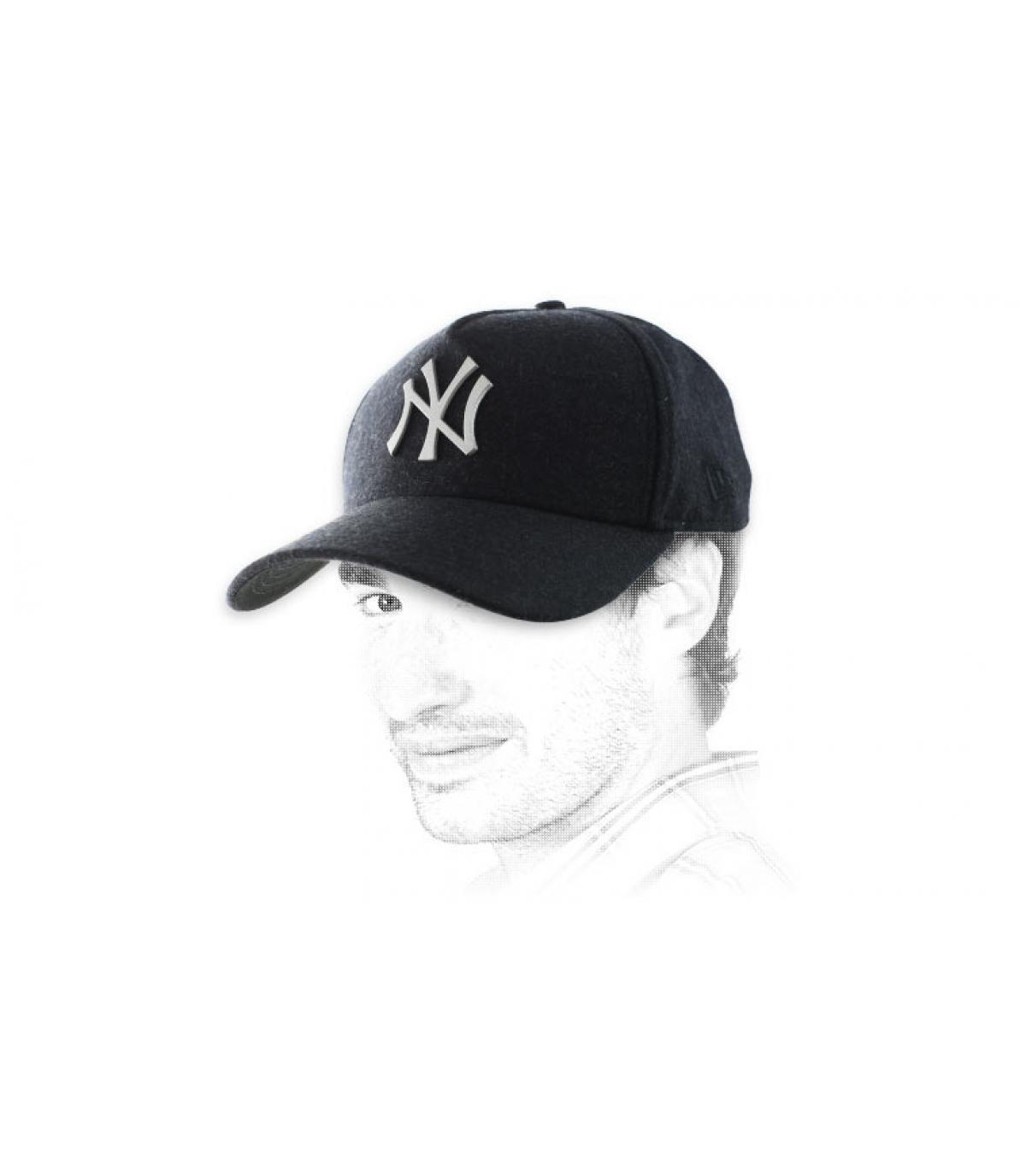 Schwarze NY Cap Metall Logo