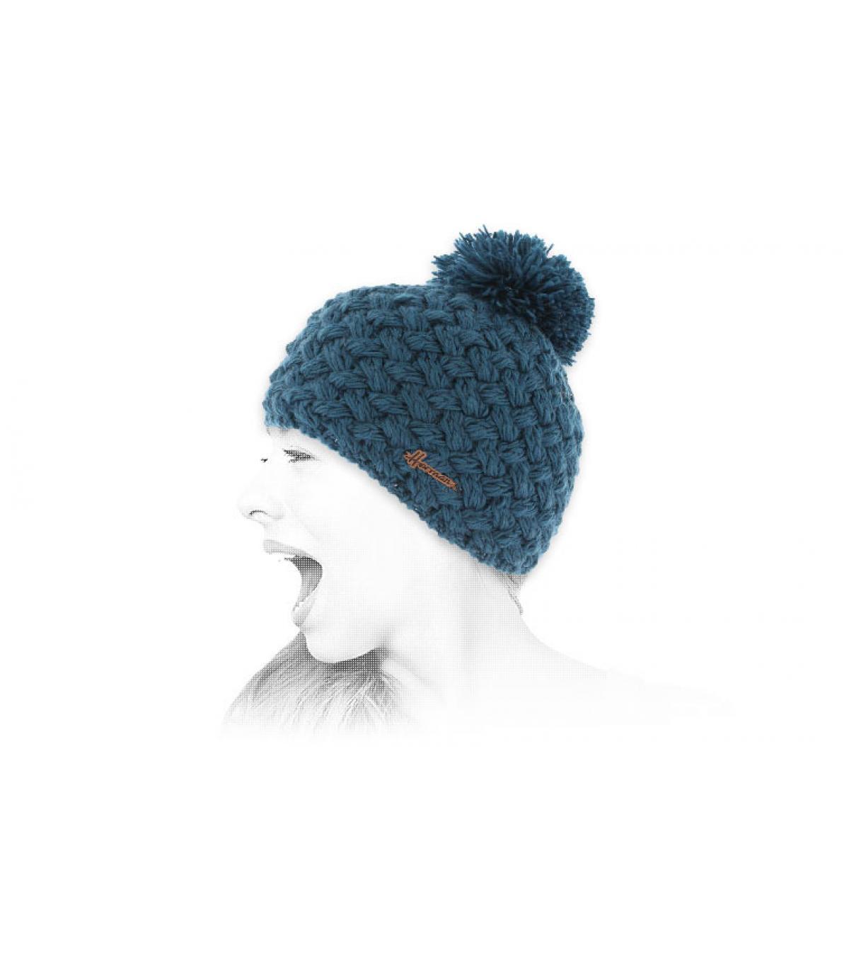 Mütze Wolle blau Bommel